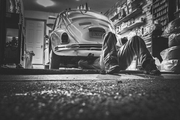 pomoc mechanika samochodowego